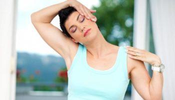 Простая разминка шеи для профилактики головных болей
