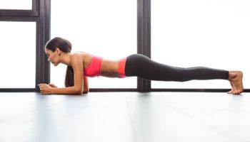 Полезная статика: 5 видов планки, которые прокачают все тело за 10 минут в день