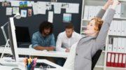 10 упражнений для офисных работников, которые можно сделать в обеденный перерыв