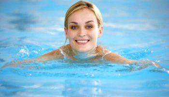 Как плавание помогает предотвратить варикозную болезнь
