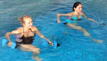 Упражнения в бассейне для здоровых сосудов и крепких мышц ног