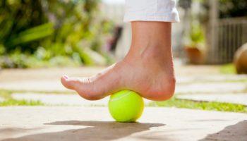 Простые упражнения для предотвращения плоскостопия тем, кому за 40