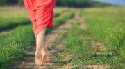 Почему ходить босиком полезнее для здоровья, чем в обуви