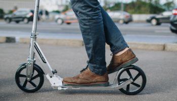 Все на самокаты: как транспорт из детства поможет развить выносливость