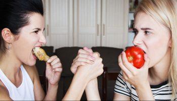 Вегетарианцы или мясоеды – кто проживет дольше?