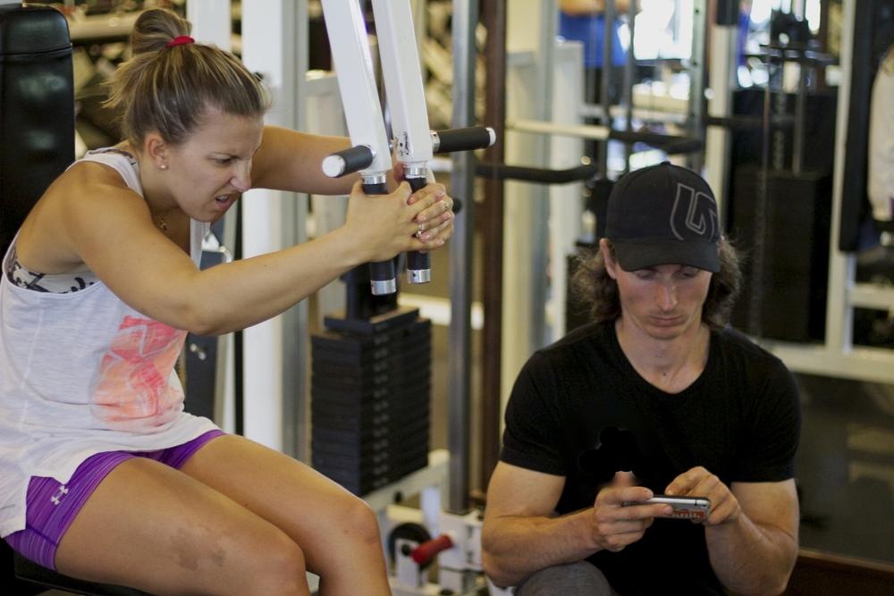 Фитнес тренер в телефоне