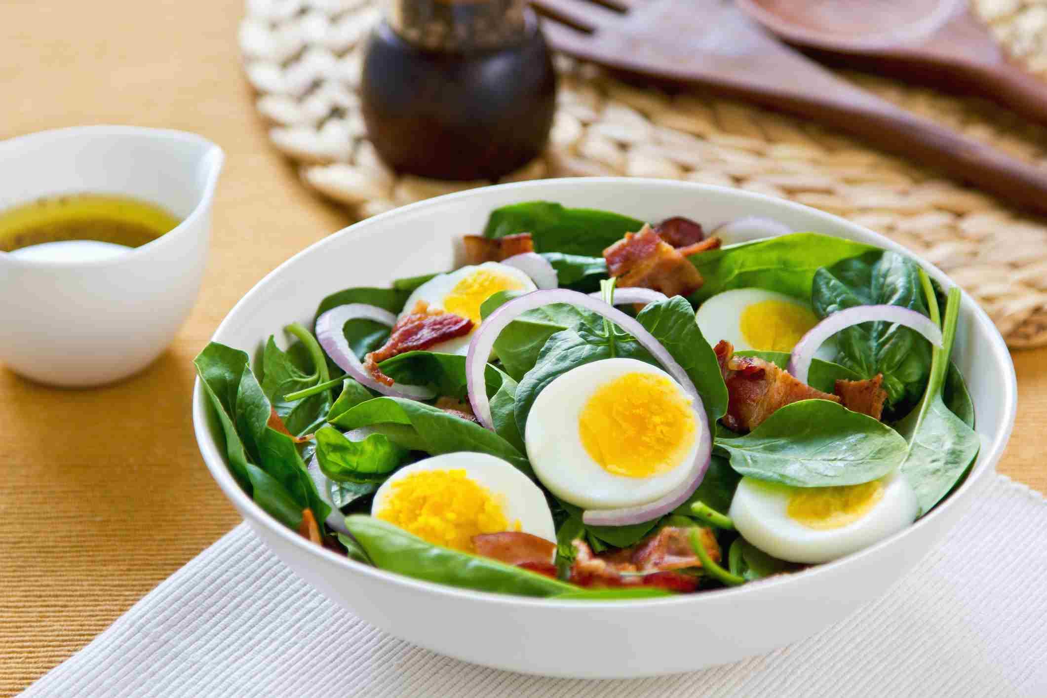 Салат из вареных яиц