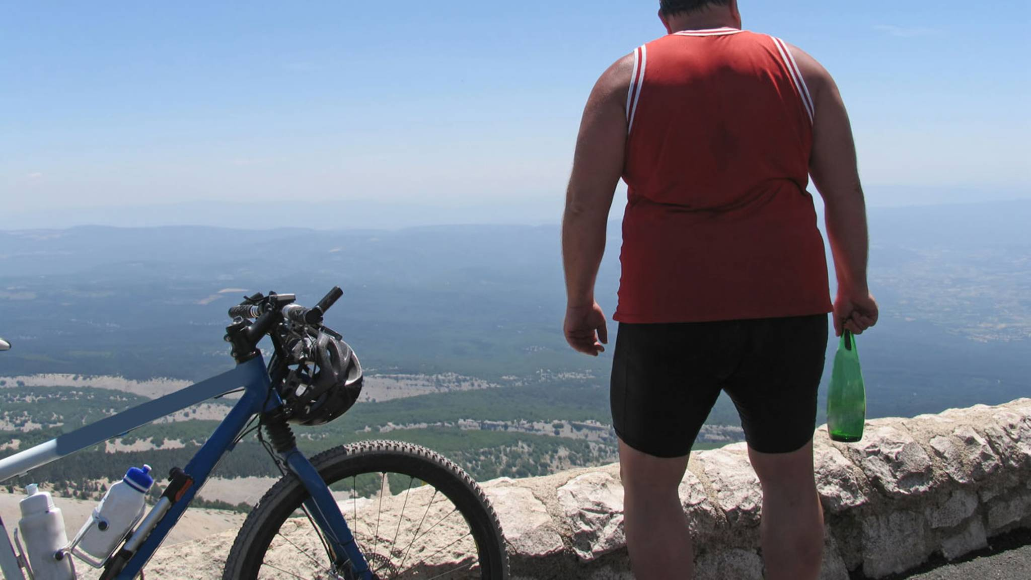 Толстый человек на велосипеде