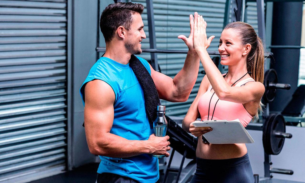 Фитнес тренер мотивирует