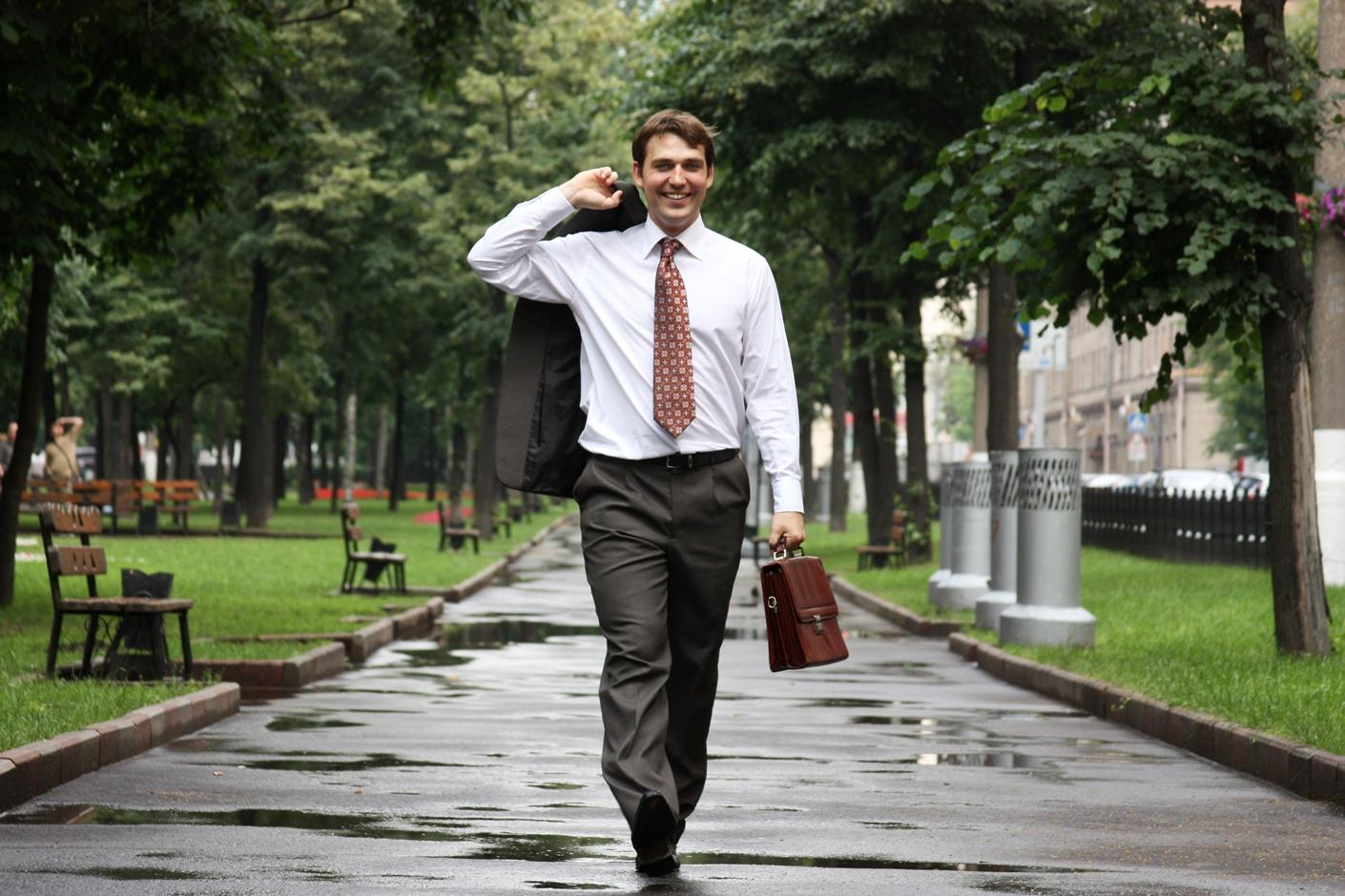 Пешком на работу ходит полезно