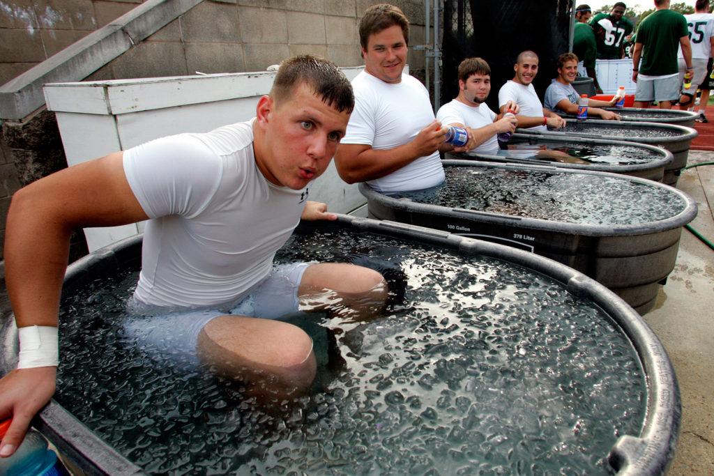 зачем спортсмены принимают ванну со льдом
