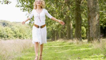Почему так важно гулять на свежем воздухе каждый день